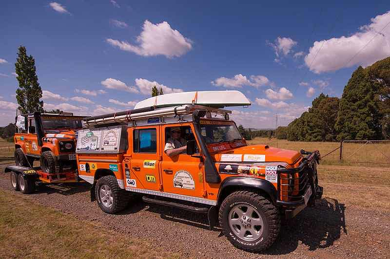 Lr centurion defender trophy team bairy hollocks take for Garage land rover nancy